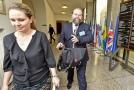 Žalobci Šarochovi hrozí na průtahy ve dvou kauzách snížení platu.