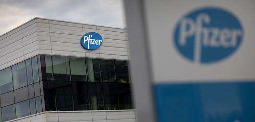 Společnosti Pfizer a BioNTech dostali od Británie zelenou k užití vakcín