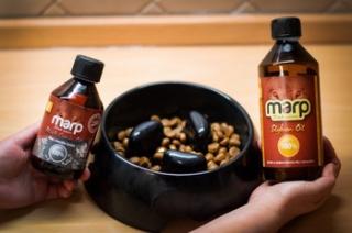 Olej bohatý na omega mastné kyseliny.