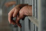 Věznice jsou ohnisky covidu, ale očkování vázne, píše Washington Post