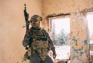 Ruský voják, který zastřelil osm kolegů, si má odpykat 24,5 roku