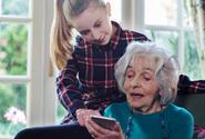 Seniory bude nově na termín očkování upozorňovat textová zpráva