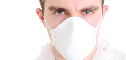 Povinné respirátory by stály rodiny tisíce korun měsíčně, upozorňují analytici