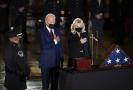 Joe Biden s chotí Jill přišli uctít památku padlého policisty.