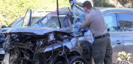 Luxusní vůz Tigera Woodse je po bouračce na odpis.