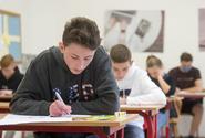 O maturitách nemá rozhodovat premiér, ale ministr, říkají zástupci škol