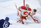 Gólman Calgary Flames David Rittich v akci (ilustrační foto).