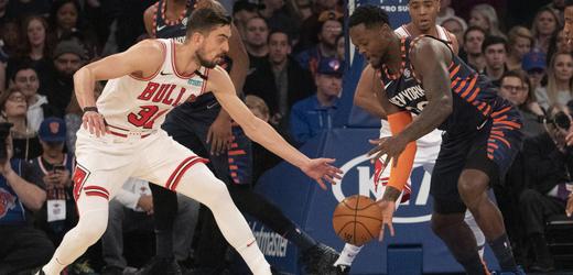 Český basketbalista ve službách Chicaga Tomáš Satoranský.