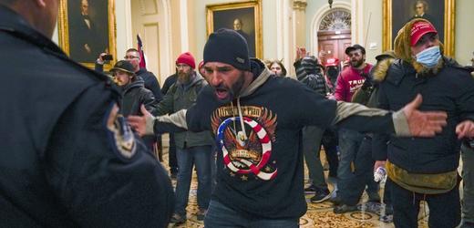 Nepokoje v budově Kapitolu.