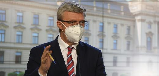 Ministr průmyslu a obchodu a dopravy Karel Havlíček (za ANO).