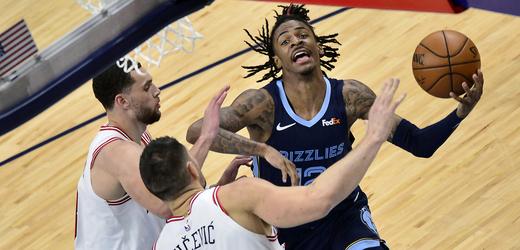 Basketbalisté Chicaga v utkání s Memphisem.