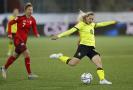 Kateřina Svitková skóruje v kvalifikačním utkání se Švýcarskem.