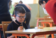 Pozitivní výsledek testu ve škole může být pro děti traumatizující, říká psycholog
