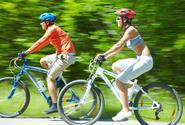 Sněmovna schválila předjíždění cyklistů v bezpečné vzdálenosti