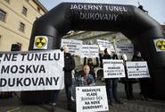 Kritici bloku v Dukovanech protestovali u Sněmovny, poslancům zaslali výzvu