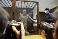 Navalnyj je v nemocnici, jeho spolupracovníci mají vážné obavy o jeho zdraví
