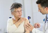 V úterý bylo nejméně očkovaných proti covidu za všední den za 2 týdny
