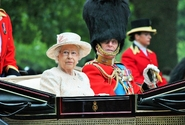 Britská královna Alžběta slaví 95. narozeniny s rodinou a bez velké pompy