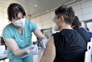 Covid porazíme očkováním, zatím pomůže prevence, říká šéf světového sdružení lékařů