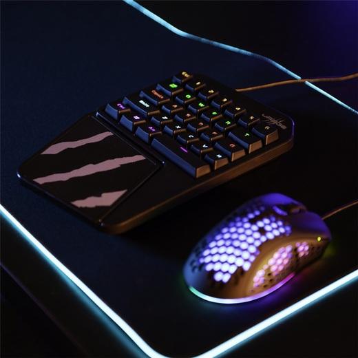 uRage Exodus 410 One Handed: siete usos prácticos para un pequeño teclado para juegos.