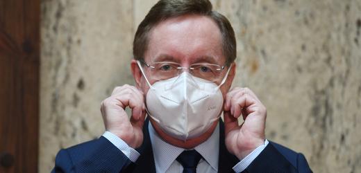 Ministr zdravotnictví Petr Arenberger (za ANO).