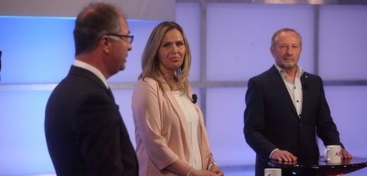 Poslanec Julius Špičák (ANO), poslankyně Hana Aulická Jírovcová (KSČM) a lékař Tom Philipp (KDU-ČSL).
