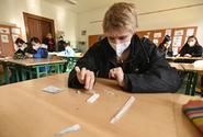 Většině základních škol antigenní testy na covid pro žáky zatím nechybí