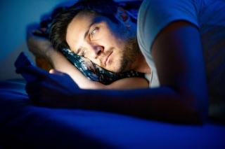 Modré záření klidnému usínání nepřidává.