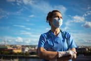Při zvládání epidemie lidé nejlépe hodnotí práci zdravotníků, nejhůře vlády