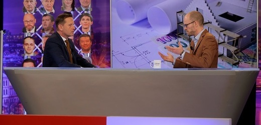 Moderátor pořadu Jaromír Soukup a poslanec Martin Jiránek (Piráti).