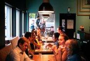 Interiéry restaurací by se měly otevřít v první polovině června, uvedl Havlíček