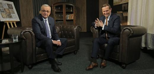 Moderátor pořadu Jaromír Soukup a bývalý poslanec Miroslav Kalousek (TOP 09).