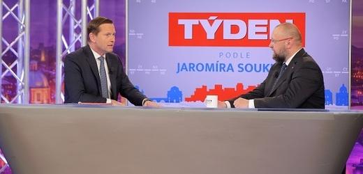 Moderátor pořadu Jaromír Soukup a poslanec Jan Bartošek (KDU-ČSL).