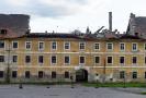 Největší kasárenský objekt v Terezíně je dlouhodobě v dezolátním stavu, propadlina v části střechy poničené při vichřici v roce 2017 se nyní dál rozšířila.