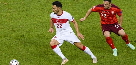 Nepřijatelné, řekl po vyřazení Turků trenér Günes, viní i média