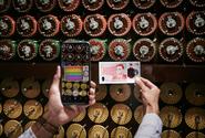 V Británii vstoupila do oběhu poslední z nové řady plastových bankovek