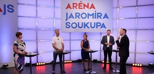 Moderátor pořadu Jaromír Soukup se svými hosty.