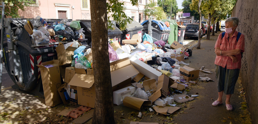 Odpadky v ulicích Říma.