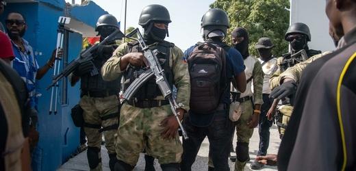 Haitské ozbrojené složky po útoku na prezidenta.