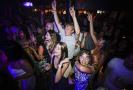 Ve Velké Británii už se opět tančí, rozvolnila protiepidemická opatření.