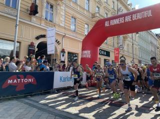 Mattoni je titulárním partnerem série půlmaratonů.