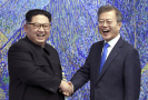 Vůdce KLDR Kim Čong-un a jihokorejský prezident Mun Če-in.