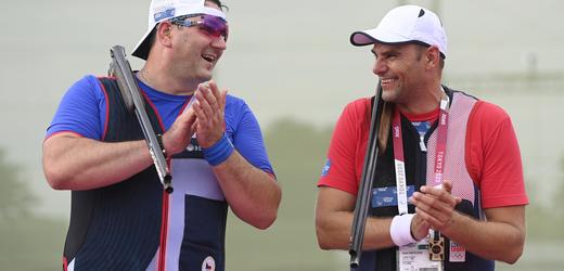 Čeští brokoví střelci Jiří Lipták a David Kostelecký si podmanili olympijskou soutěž v trapu.