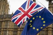 Británie zrušila povinnou karanténu pro plně očkované cestovatele z EU a USA