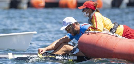 Vyčerpaný kajakář Josef Dostál neuspěl v boji o olympijské zlato.