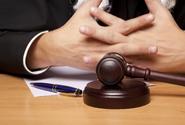 Soud se zastal pachatele krádeže v nouzovém stavu, za žiletky dostal 28 měsíců