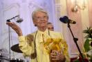 Herečka Zdenka Procházková (vlevo) převzala 4. dubna 2019 v Olomouci na závěr čtyřdenního mezinárodního festivalu rozhlasové tvorby Prix Bohemia Radio cenu Thálie za herecký výkon v rozhlasové hře. Ocenění si vysloužila za hlavní roli Rozálie Lautmanové ve hře Obchod na korze.