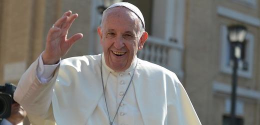 Papež František při setkání s věřícími.