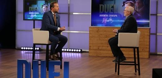 Moderátor pořadu Jaromír Soukup a ekonom a analytik Petr Dufek.