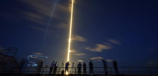SpaceX vyslala čtyřčlennou civilní posádku na oběžnou dráhu kolem Země.